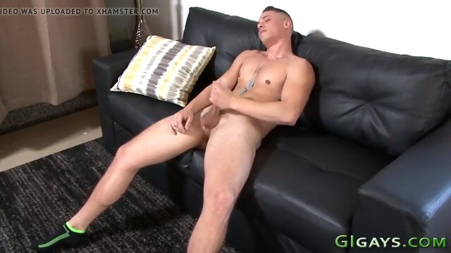 Muscly soldier in solo jerks his cock gay solo beeg videos