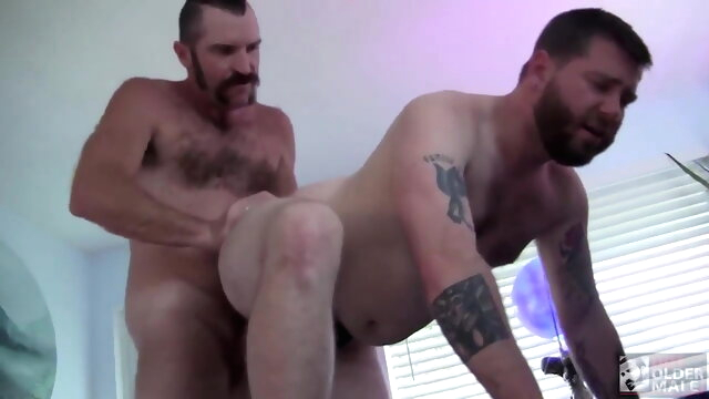 Zach Maxwell and Kaleb Dewulf (RR) bear beeg videos