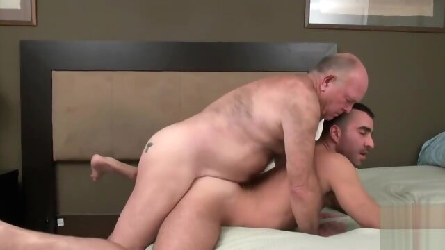 Grandpa bear fucks a muscular young stud bear beeg videos